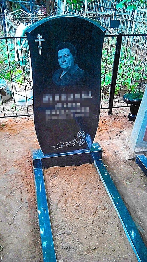 Памятник на могилу с цветной фотографией №1152.