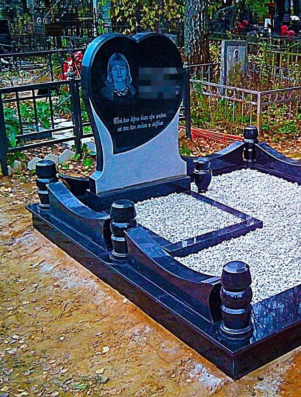Памятники из гранита на кладбище №2015