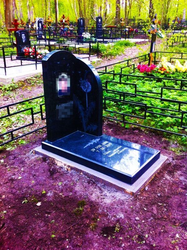Памятник на могилу: Гранит 3-и плиты