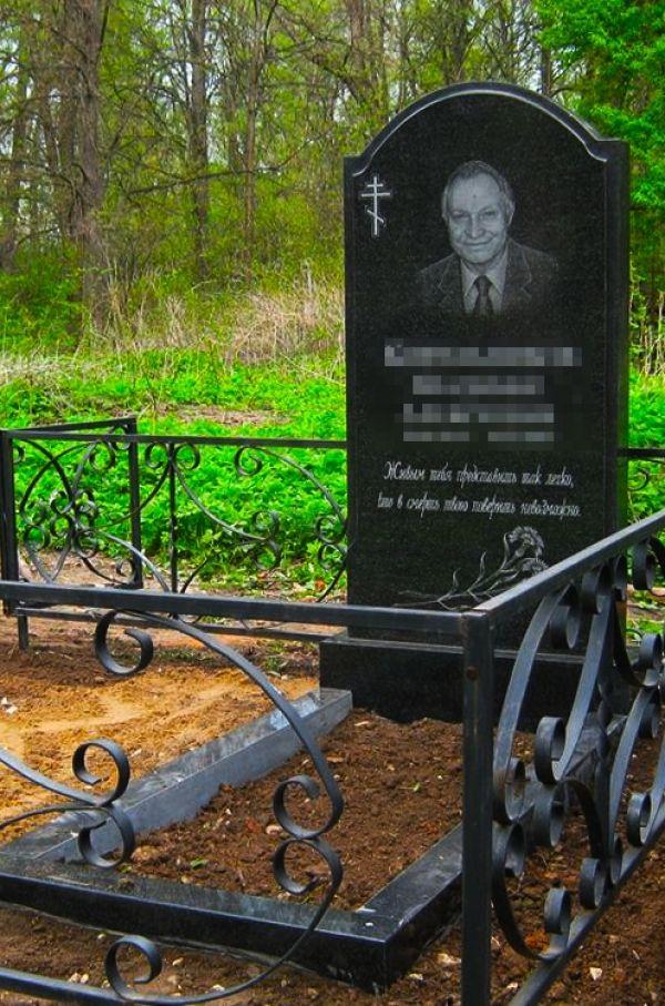 Католический памятник на могилу №1108.