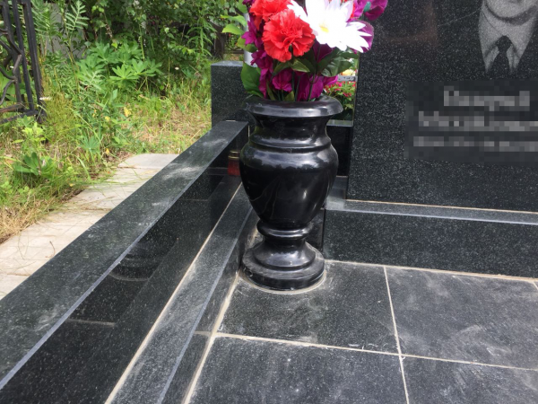 Ваза искусственная №09 на могилу